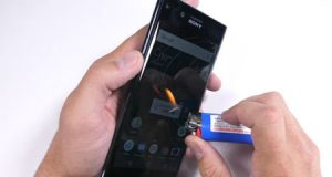 فيديو - هل هاتف Xperia XZ PREMIUM صلب وقادر على التحمل ؟