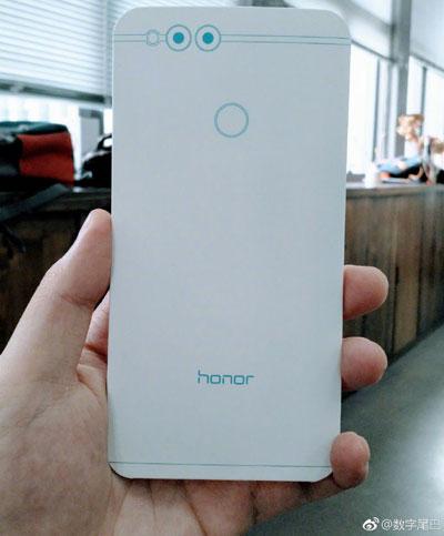 هواوي تستعد للكشف عن هاتف Honor 7X بشاشة كاملة !