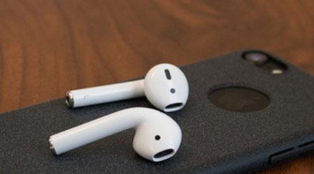 سماعات Apple AirPods أكثر السماعات اللاسلكية مبيعاً رغم الانتقادات !