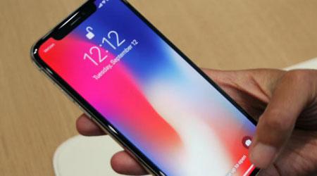 آبل تكشف عن سبب تغير ألوان شاشة الأيفون X