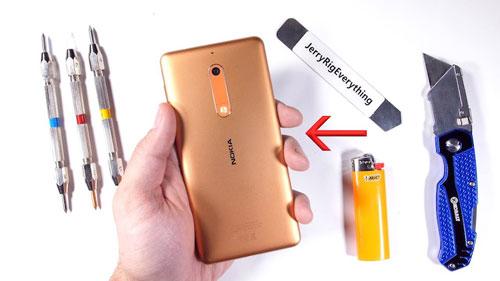 هاتف Nokia 5 يخضع لاختبار الصلابة - هل سيصمد ؟