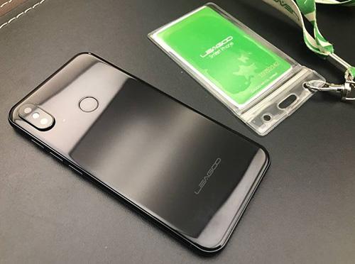 بالصور - أول هاتف iPhone X مقلد بنظام الأندرويد !