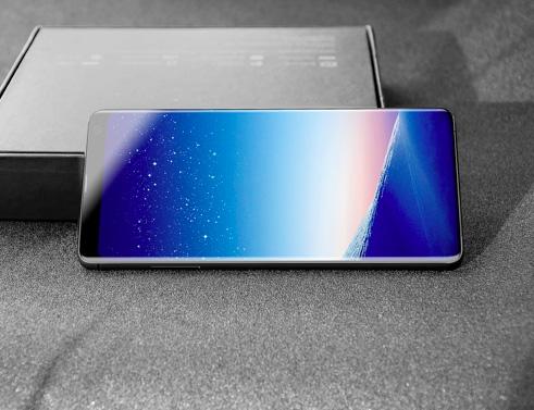 بالصور ، نسخة مقلدة من هاتف سامسونج جالكسي S9 قبل الإعلان عنه!