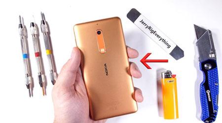 فيديو: هاتف نوكيا 5 يخضع لاختبار الصلابة - هل سيصمد ؟