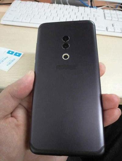صورة حقيقة لهاتف Meizu 15 Plus مع شاشة كاملة