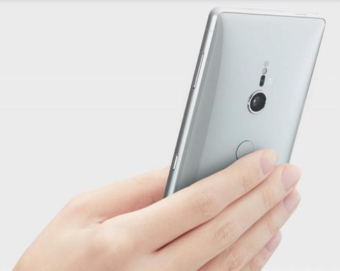 تصميم Sony Xperia XZ2 ملائم للاستخدام بيد واحدة