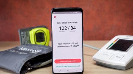 هل يستطيع جالاكسي S9 قياس ضغط الدم بدقة؟ إليكم التجربة