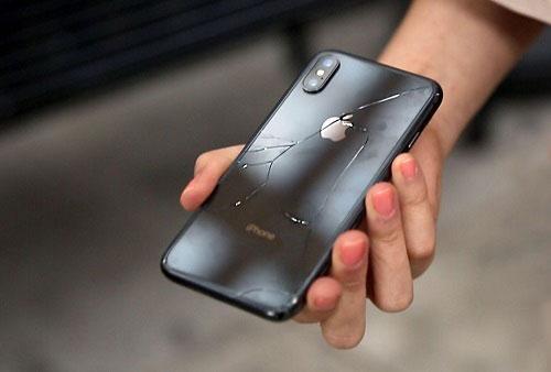 لماذا لا تتوفر أغطية شحن لهواتف آيفون X ؟!