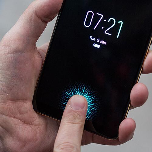 مستشعر البصمات المدمج في الشاشة في أحد هواتف Vivo