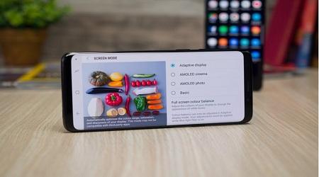 Photo of هواتف سامسونج جالكسي S8 ونوت 8 تحصل على ميزة تدوير الشاشة الرئيسية!
