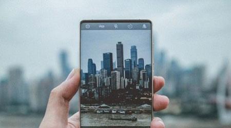 بالصور - هاتف جديد بلا حواف أو نتوء في الطريق إلى النور !