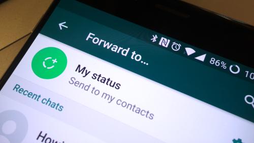 واتس آب يفرض قيوداً على إعادة إرسال الرسائل