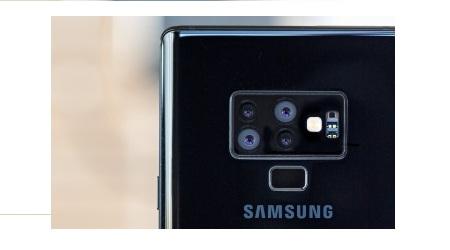 Photo of سامسونج تخطط لإطلاق هاتف بأربعة كاميرات خلفية!