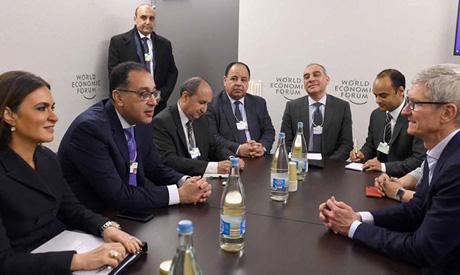 """اجتماع """"تيم كوك"""" برئيس الوزراء المصري على هامش مؤتمر دافوس"""