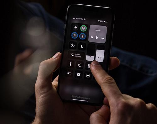 بالصور - كيف سيبدو الوضع الليلي على هاتف الآيفون مع نظام iOS 13 القادم!