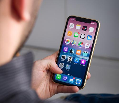 هاتف iPhone XR يعمل بشاشة LCD كهواتف الآيفون التقليدية