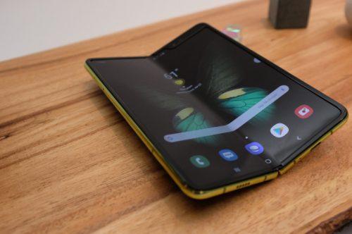 جالكسي فولد أول هاتف قابل للطي متاح للشراء