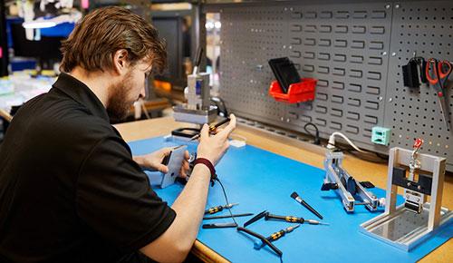 رسمياً - آبل تسمح لمراكز الصيانة المستقلة بإجراء إصلاحات في الآيفون!