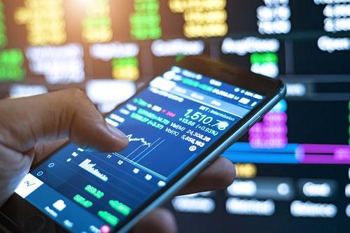 لماذا يعتبر الهاتف أداة قوية لتداول العملات؟