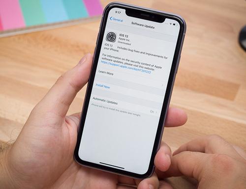 مشكلة في iOS 13 تستنزف البيانات الخلوية وباقات الإنترنت - هل جهازك مصاب؟!