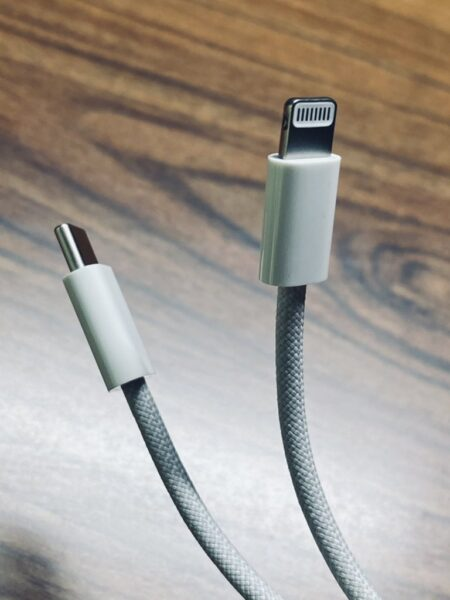 هذا هو كابل ايفون 12 الجديد - صور مسربة!