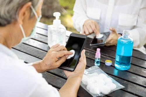 كيفية تنظيف الهاتف الذكي في زمن فيروس كورونا؟