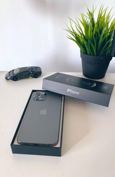 بالصور - بدء وصول هواتف ايفون 12 وايفون 12 للمشترين وطرحها للبيع!