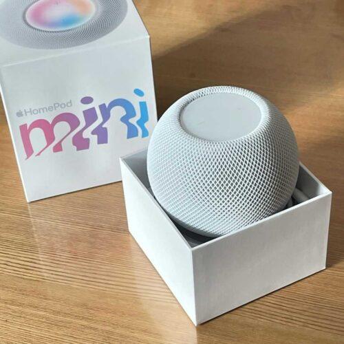 ابل تبدأ طرح سماعات HomePod Mini في الأسواق بسعر رخيص - هل تستحق الشراء!
