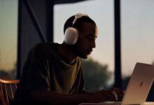تقرير - ابل قد تطلق نسخة أرخص من سماعات AirPods Max