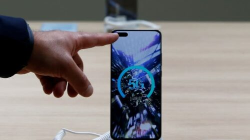 هواوي ستقلل عدد الهواتف التي تنتجها للنصف في 2021