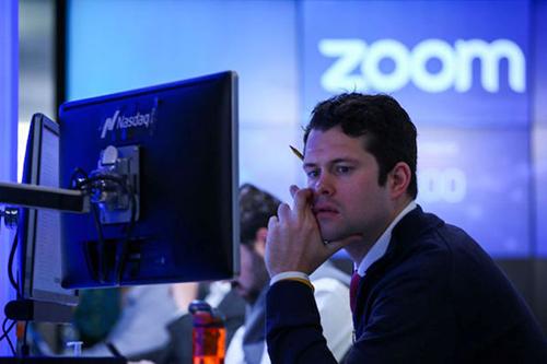 تطبيق زووم يحتوي على العديد من الثغرات والمشاكل الأمنية