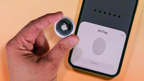 مشاركة جهاز AirTag مع العائلة والأصدقاء