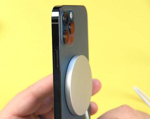 هل نرى شاحن ماجسيف MagSafe جديد مع هواتف ايفون 13 ؟