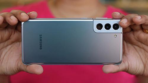 كل من جالكسي S22 وجالكسي S22 Plus يحتويان على كاميرا رئيسية بمستشعر IsoCell GN5