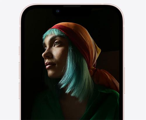 شاشة iPhone 13 أكثر سطوعاً