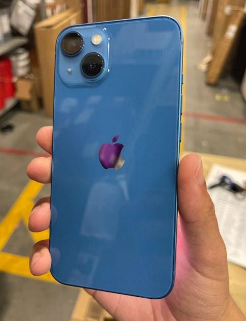 ايفون 13 اللون الأزرق